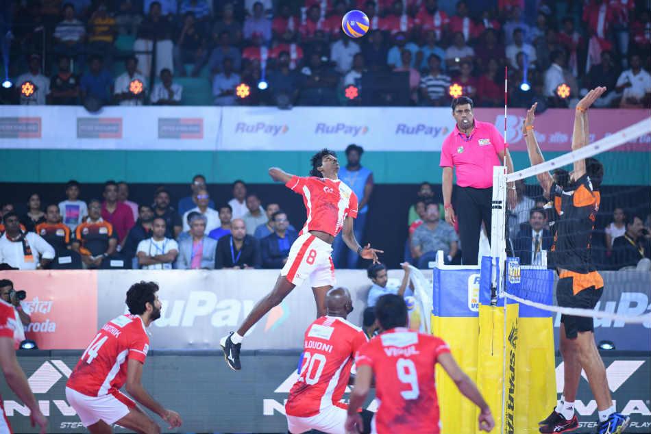 रूपे प्रो वॉलीबाल लीग : कालीकट हीरोज ने हैदराबाद को 3-2 से हराया, प्लेऑफ में बनाई जगह