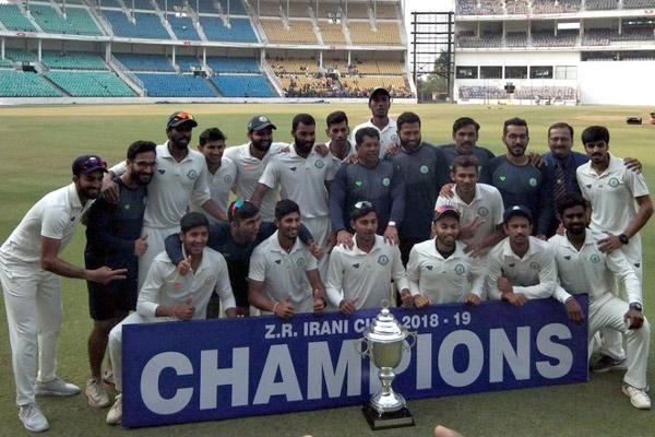 दिग्गज टीमों की परछाईं से निकलकर घरेलू क्रिकेट की दिग्गज बनी विदर्भ