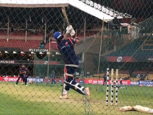 WATCH: रॉयल चैलेंजर्स बैंगलोर के खिलाफ मैच से पहले आक्रामक अंदाज में दिखे युवराज, लगाये गगनचुंबी छक्के
