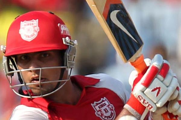 मुंबई इंडियंस के खिलाफ हुए मैच में किंग्स इलेवन पंजाब के मंदीप सिंह बने सुपरमैन टीम के लिए बचाया चौका 1