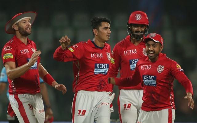 मुंबई इंडियंस के खिलाफ हुए मैच में किंग्स इलेवन पंजाब के मंदीप सिंह बने सुपरमैन टीम के लिए बचाया चौका 13
