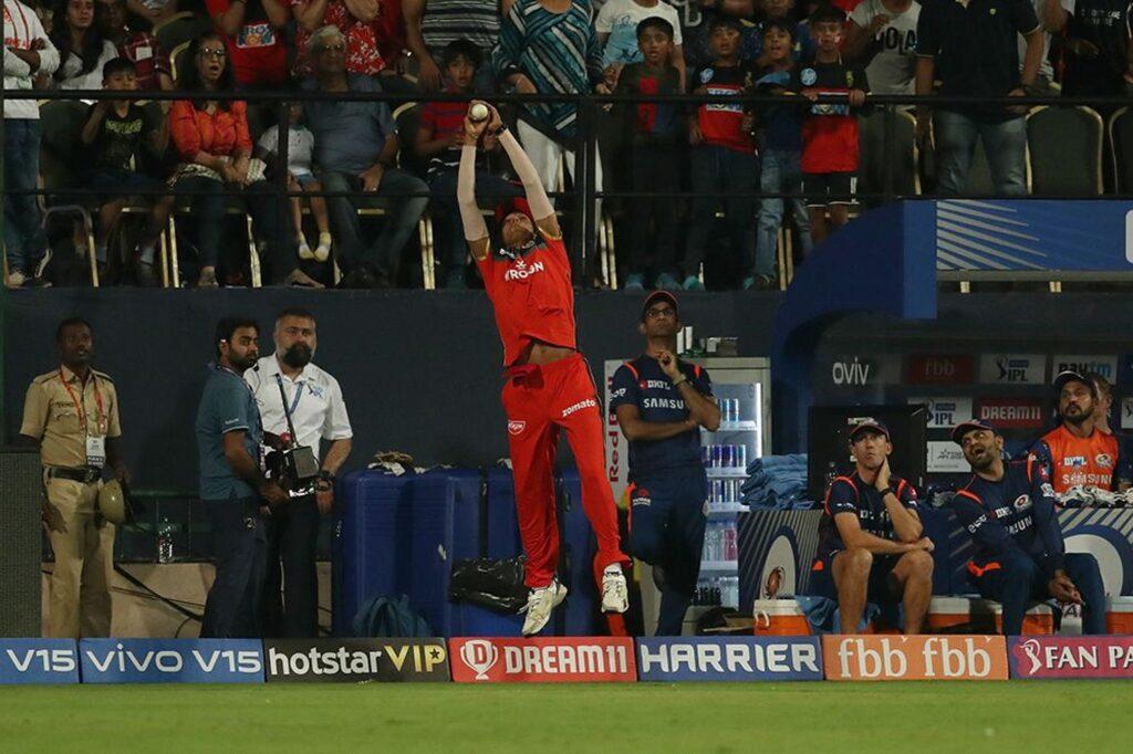 WATCH: नवदीप सैनी ने अपने आईपीएल करियर का सबसे बेहतरीन कैच लेकर क्रुनाल पांड्या को भेजा पवेलियन 3