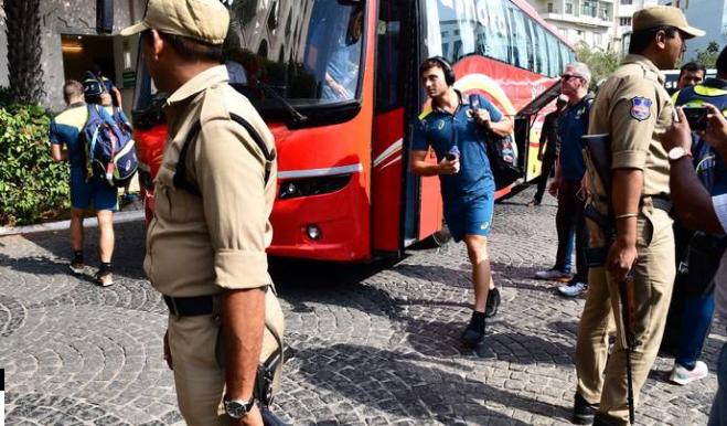 INDvsAUS : 1st ODI : कड़ी सुरक्षा के बीच हैदराबाद पहुंची भारत और ऑस्ट्रेलिया की टीम, पूरे स्टेडियम में है कुछ ऐसा माहौल