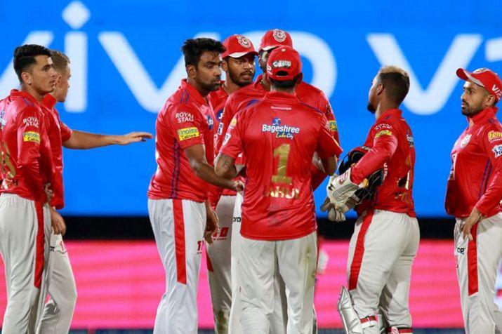 मुंबई इंडियंस के खिलाफ हुए मैच में किंग्स इलेवन पंजाब के मंदीप सिंह बने सुपरमैन टीम के लिए बचाया चौका 2