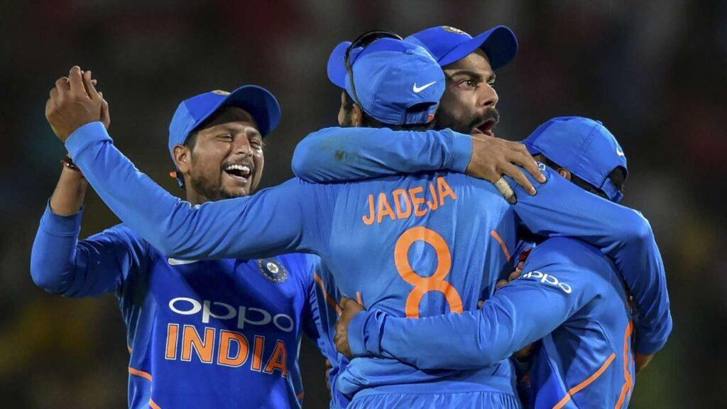 CWC 2019: रवि शास्त्री ने भारत या ऑस्ट्रेलिया नहीं बल्कि इस टीम को बताया टूर्नामेंट के लिए फेवरेट 3