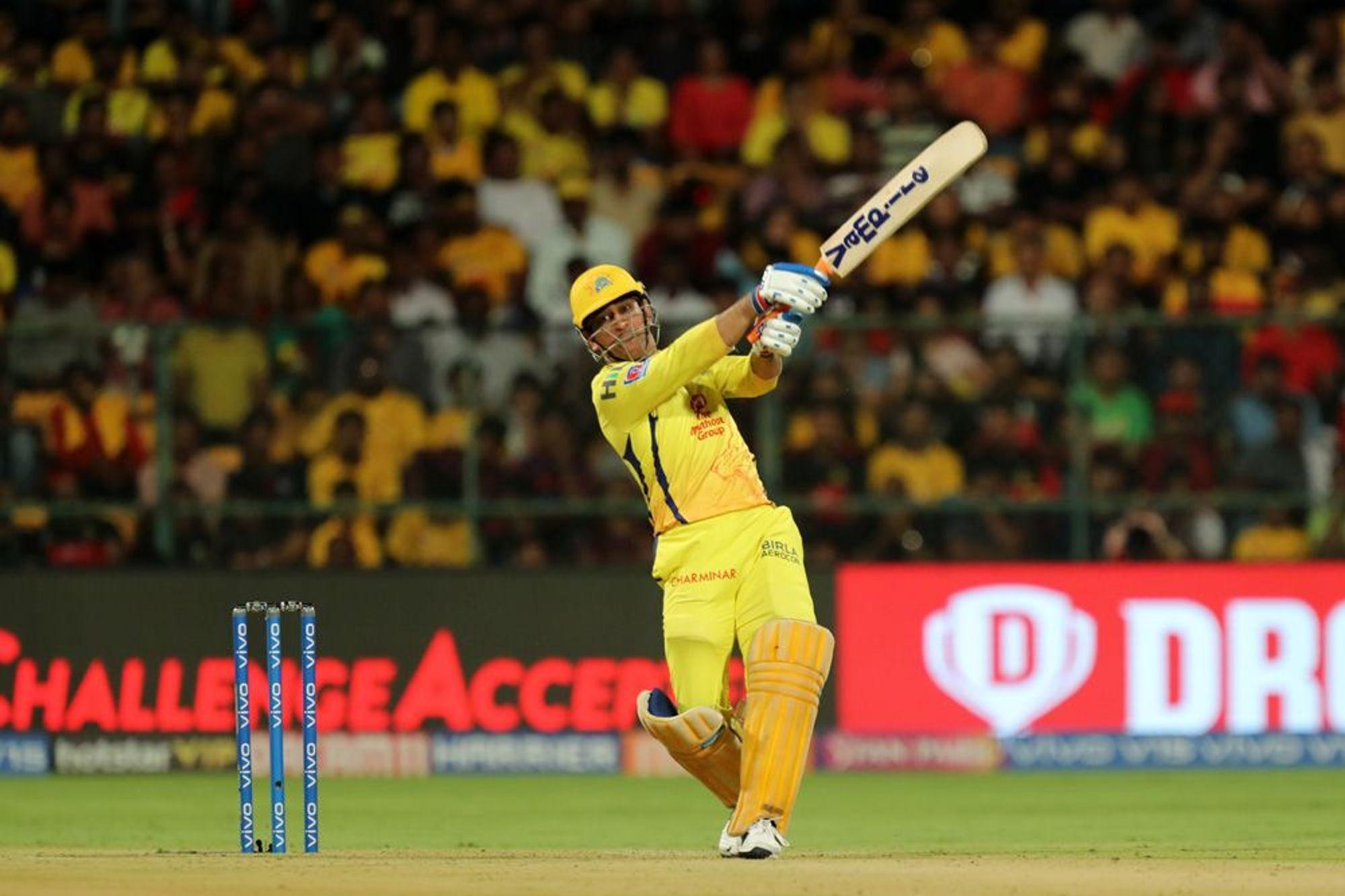 आईपीएल 2019 : महेंद्र सिंह धोनी ने लगया इस सीजन आईपीएल का अबतक का सबसे लम्बा छक्का 34