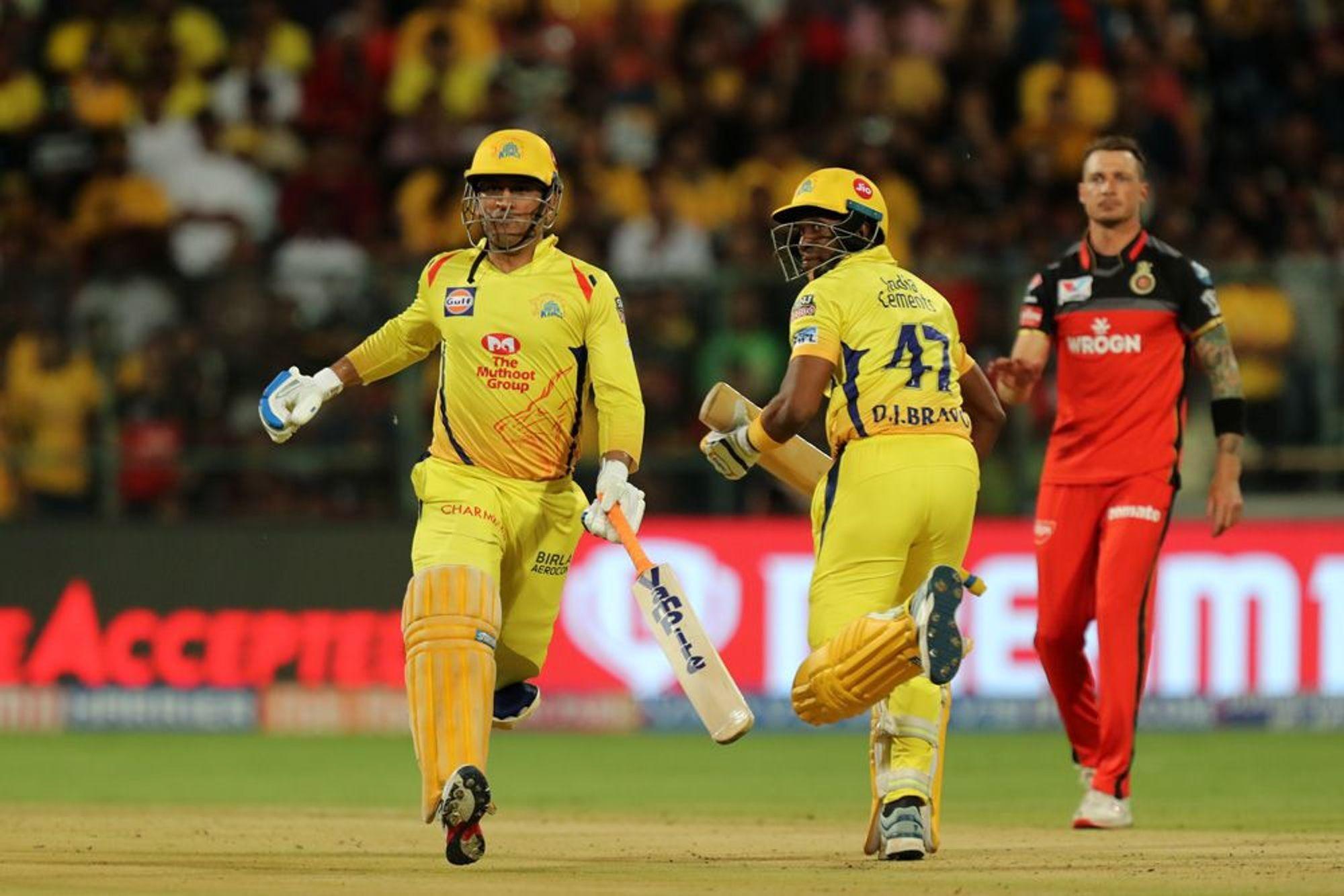 WATCH : एक रन से मैच जीतने के बाद पार्थिव पटेल को गोदी में उठा कर घूमें मोहम्मद सिराज 1