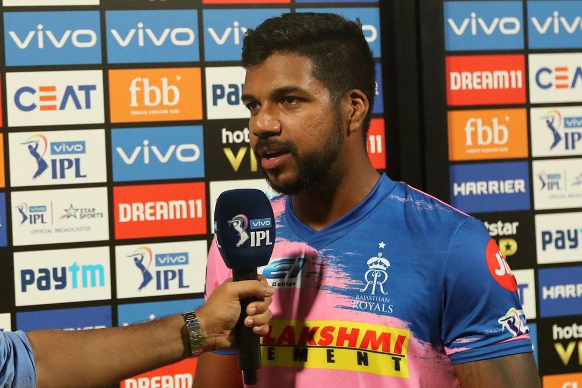'मैन ऑफ़ द मैच' लेते हुए वरुण आरोन ने अपनी टीम के ही साथी खिलाड़ी अजिंक्य रहाणे को सूना दी खरी-खोटी