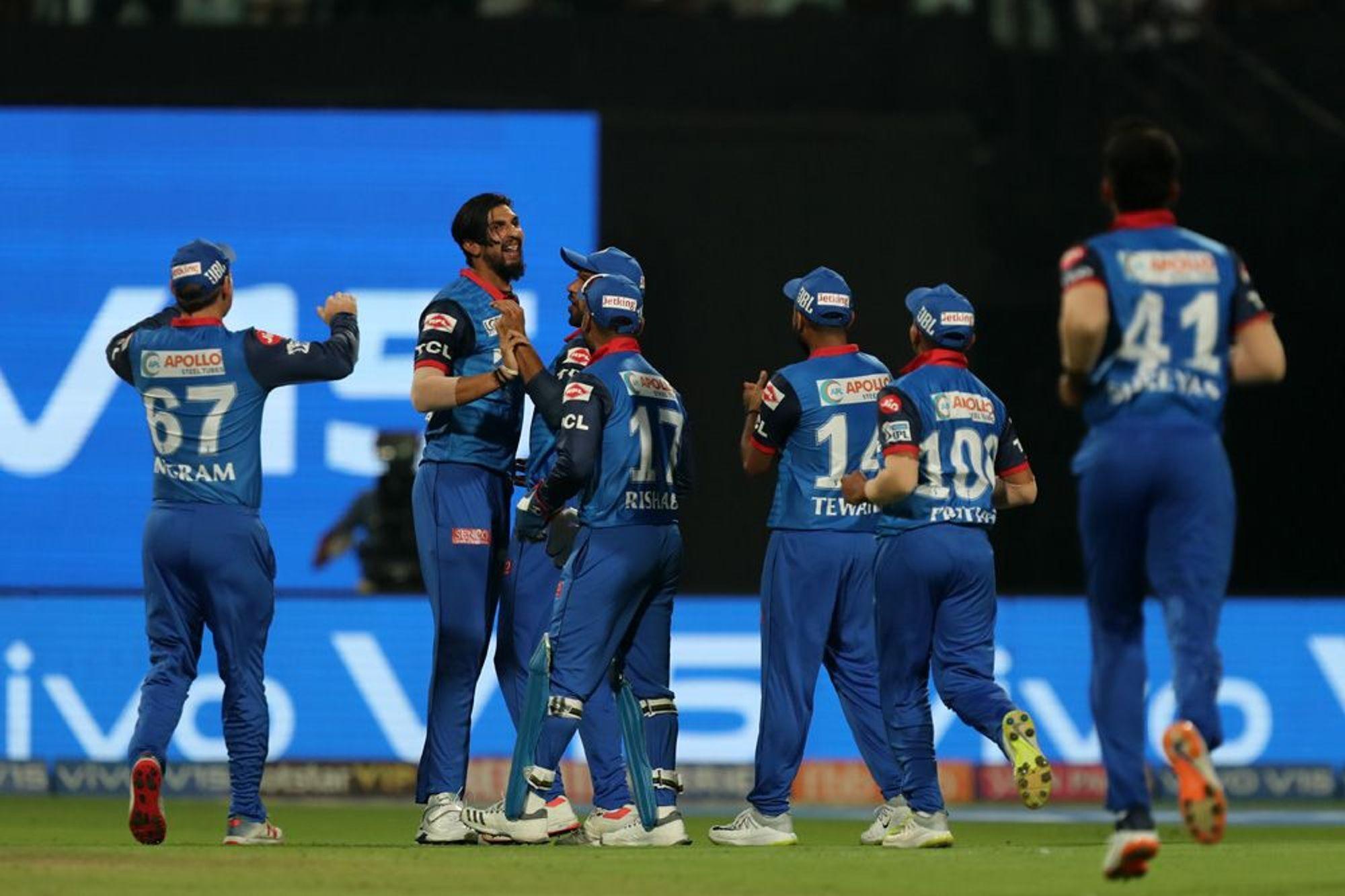 DDvsRCB: दिल्ली से मिली पिछली हार का बदला लेने के लिए मैदान पर उतरेगी विराट एंड कंपनी, दोनों टीमों के यह 11 खिलाड़ी बना सकते हैं अंतिम एकदाश में अपना स्थान 3