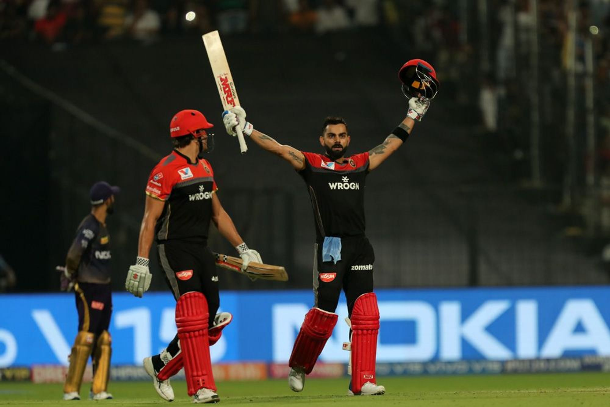 KKRvsRCB : विराट कोहली के तूफानी शतक के दम पर आरसीबी ने केकेआर को 10 रन से हराया