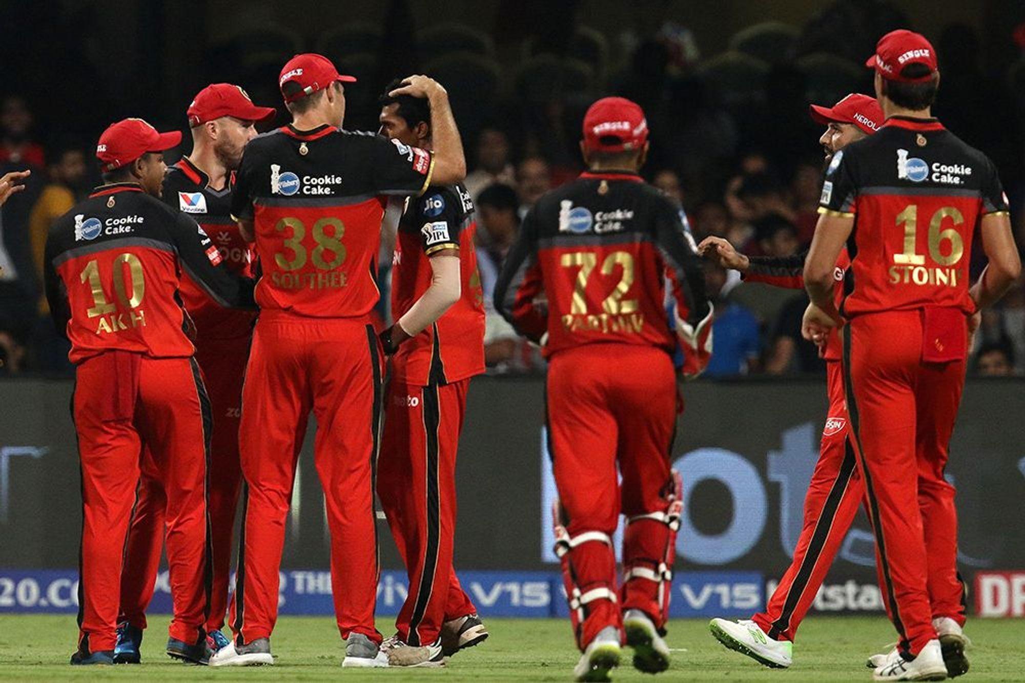 DDvsRCB: दिल्ली से मिली पिछली हार का बदला लेने के लिए मैदान पर उतरेगी विराट एंड कंपनी, दोनों टीमों के यह 11 खिलाड़ी बना सकते हैं अंतिम एकदाश में अपना स्थान 2