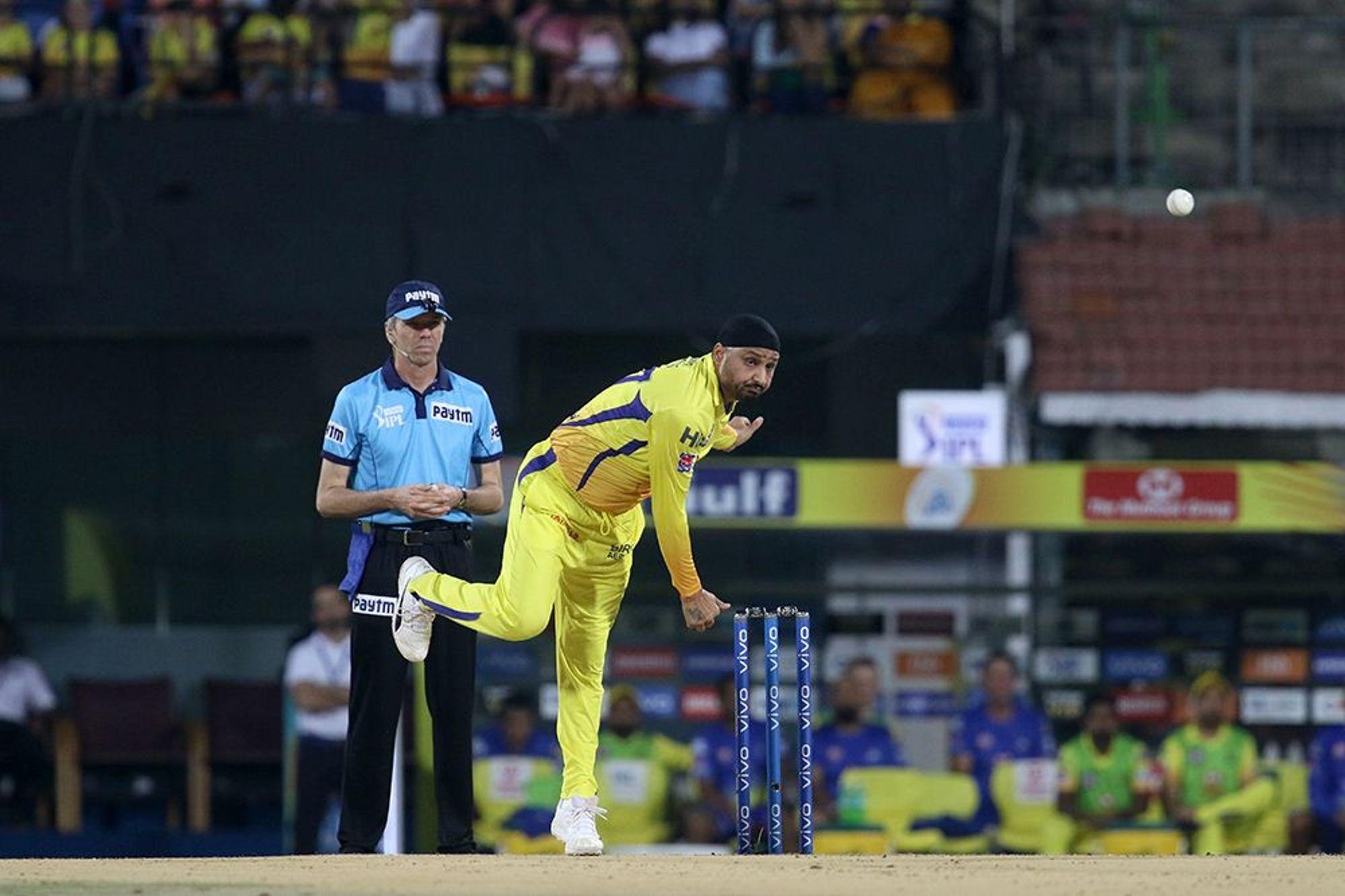 मुंबई के खिलाफ मिली करारी हार के बाद अंबाती रायडू के ऊपर तंज कसते हर नजर आये हरभजन सिंह, धोनी के लिए भी कही यह बात 1