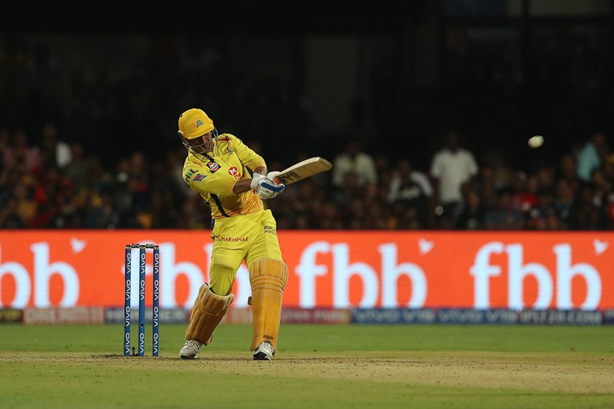 आईपीएल 2019 : बैंगलोर से हार के बाद भी 'महेंद्र सिंह धोनी' बने सुपरमैन 30