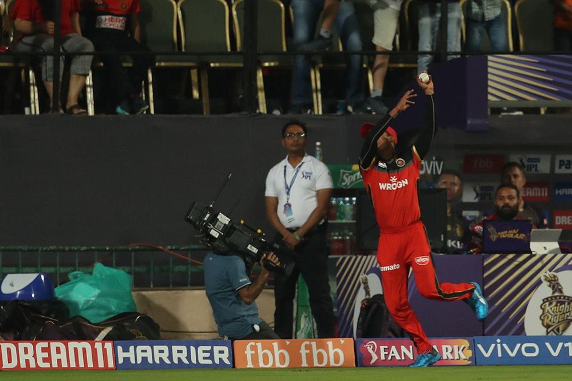 WATCH : सुपरमैन बन, पवन नेगी ने पकड़ा अपने करियर का सबसे शानदार कैच 21