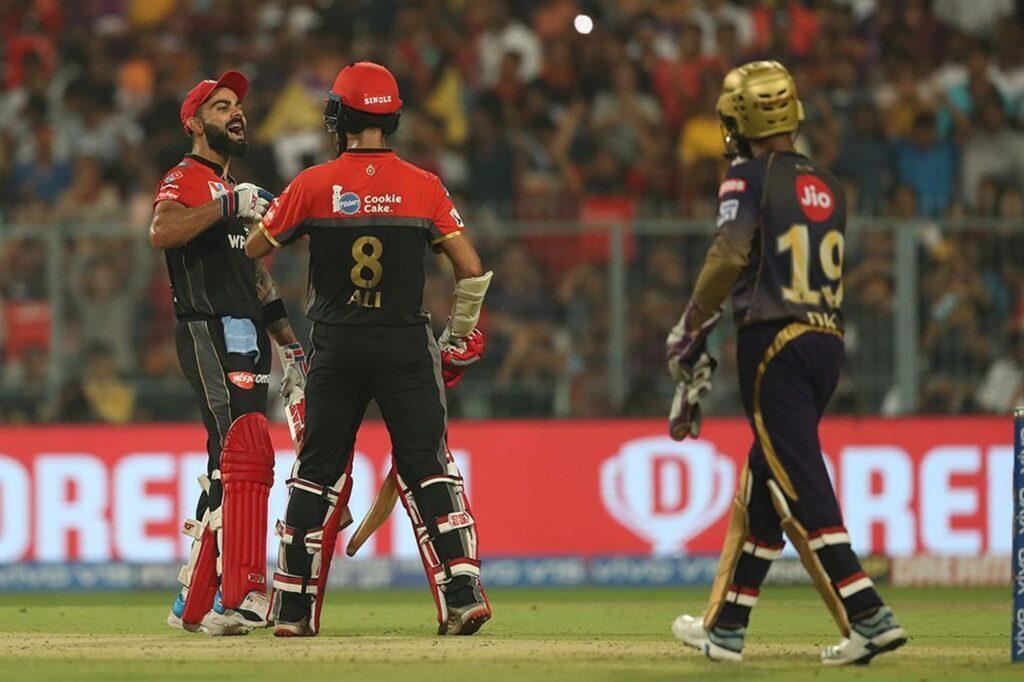 RCBvsKKR : 'मैन ऑफ़ द मैच' विराट कोहली ने बड़ा दिल दिखाते हुए खुद को नहीं, बल्कि इस खिलाड़ी को दिया जीत का पूरा श्रेय 3