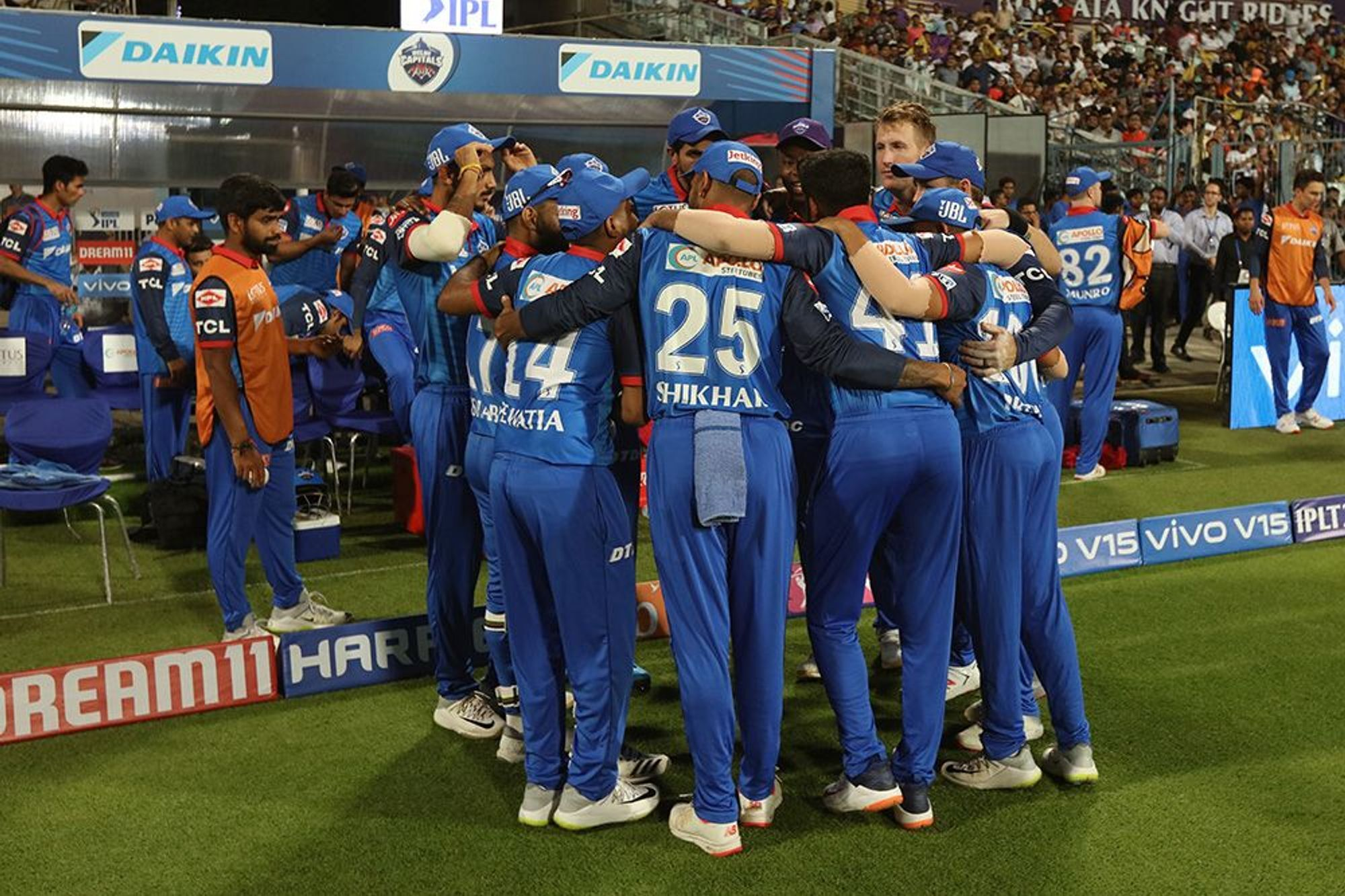 DDvsRCB: दिल्ली से मिली पिछली हार का बदला लेने के लिए मैदान पर उतरेगी विराट एंड कंपनी, दोनों टीमों के यह 11 खिलाड़ी बना सकते हैं अंतिम एकदाश में अपना स्थान 1