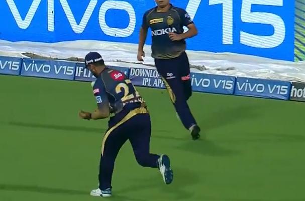 WATCH : 3.2 ओवर में नितीश राणा ने 3-4 बार गेंद उछालने के बाद किया पार्थिव पटेल का कैच 1