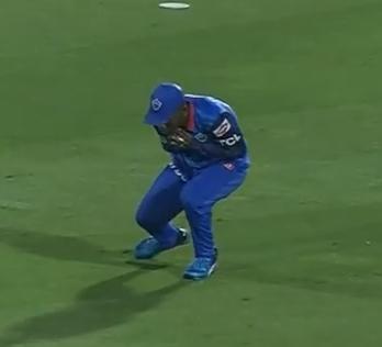 WATCH : 16.4 ओवर में रदरफोर्ड ने कैच पकड़ने के बाद कुछ इस तरह की शिखर धवन की नकल 1