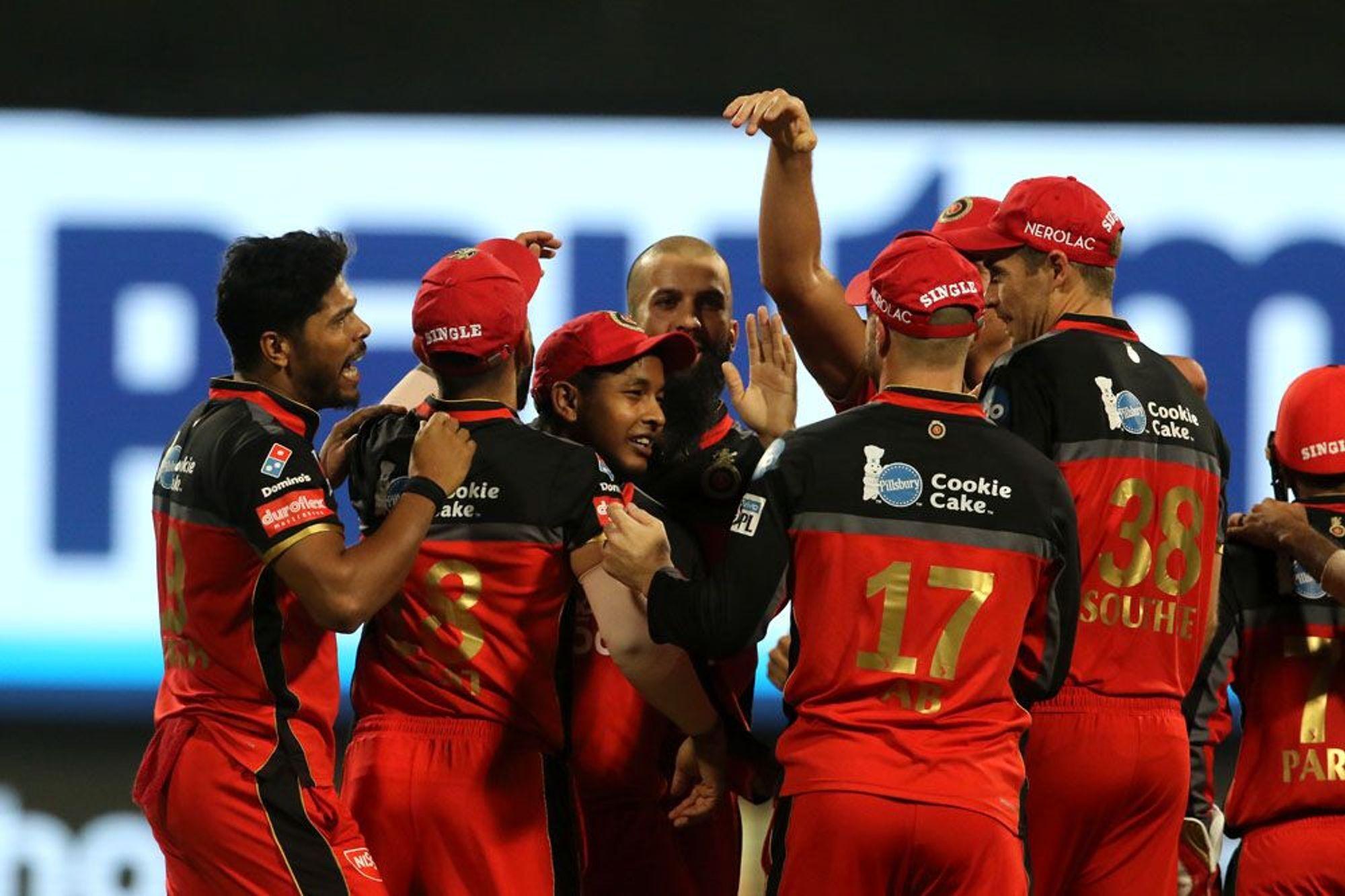 DDvsRCB: दिल्ली से मिली पिछली हार का बदला लेने के लिए मैदान पर उतरेगी विराट एंड कंपनी, दोनों टीमों के यह 11 खिलाड़ी बना सकते हैं अंतिम एकदाश में अपना स्थान 4
