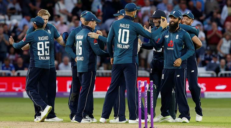 CWC 2019: रवि शास्त्री ने भारत या ऑस्ट्रेलिया नहीं बल्कि इस टीम को बताया टूर्नामेंट के लिए फेवरेट 2