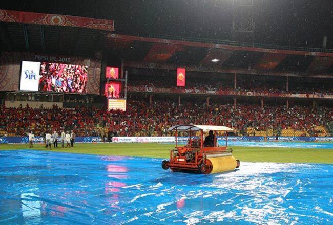 IPL 2019: RCB vs RR: बारिश हुई तेज, अब सिर्फ इतने ओवर हो सकेगा मुकाबला, जाने कब तक शुरू होने की सम्भावना