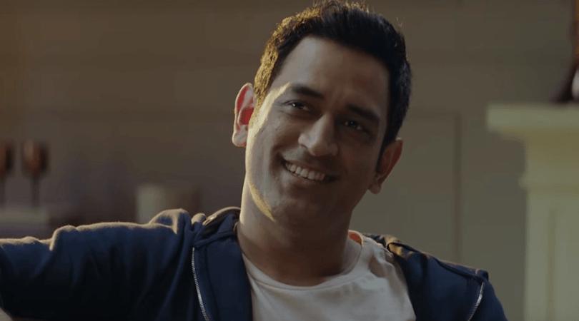 WATCH: विश्व कप के नए विज्ञापन पर भारतीय फैन के मजे लेते नजर आये महेंद्र सिंह धोनी