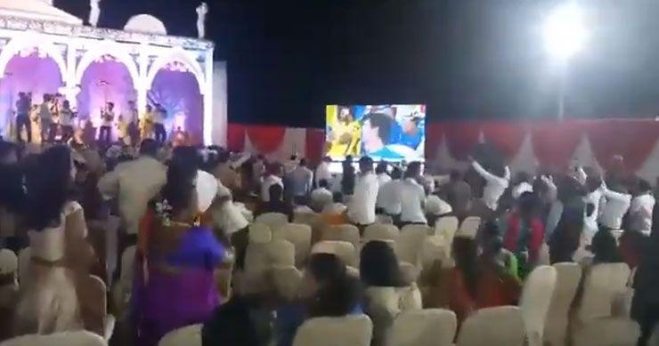 WATCH: जब शादी में दुल्हे-दुल्हन को छोड़ आईपीएल देखने लगे लोग, वीडियो हुआ वायरल