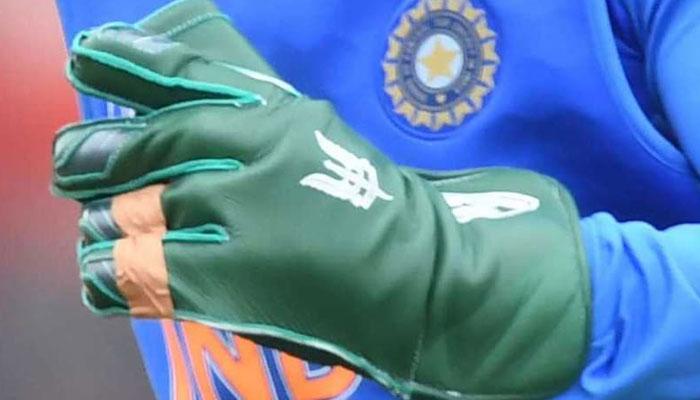 CWC19- भारत-पाक मैच से पहले महेंद्र सिंह धोनी के ग्लव्स पर बोले पीसीबी चीफ एहसान मनी 1