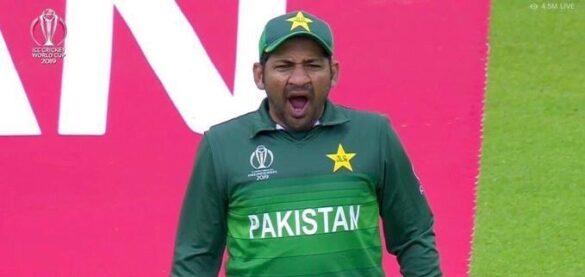 मैच से पहले पाकिस्तानी खिलाड़ियों ने पीया हुक्का, मैदान पर कप्तान ले रहे थे जम्हाई, सोशल मीडिया पर बना मजाक 10
