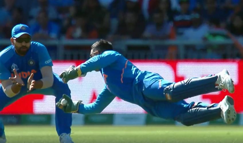 महेंद्र सिंह धोनी या सरफराज अहमद, आईसीसी ने पूछा किसका कैच सबसे बेहतर? फैंस ने दिया यह जवाब 1