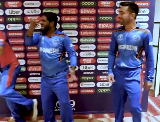 WATCH : मोहम्मद शहजाद ने राशिद खान के साथ मिलकर लगाया ठुमका, देखें वीडियो 2