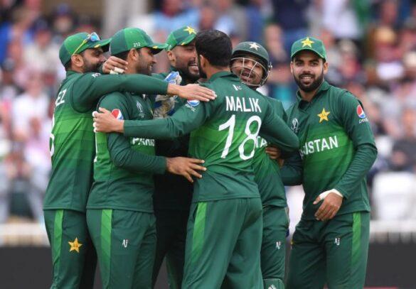 भारत से मिली हार के बाद पाकिस्तान के दिग्गज खिलाड़ी ने इस खिलाड़ी को टीम से बाहर कर संन्यास का दिया सलाह 6