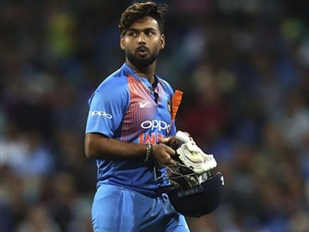 INDvsENG: भारत के खराब बल्लेबाजी के बाद इस खिलाड़ी के जगह ऋषभ पंत को शामिल करने की उठी मांग 1