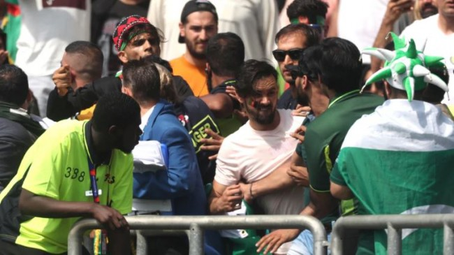 CWC19- अफगानिस्तान से जीत के बाद स्टेडियम में ही भिड़े दोनों देशों के फैन्स, मैदान पर चले लात घूंसे