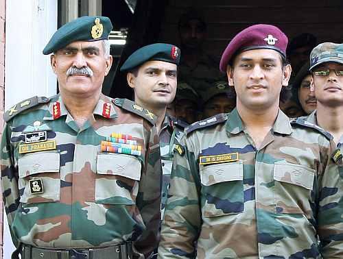 महेंद्र सिंह धोनी ने संन्यास के बाद देश की सेवा के लिए सेना से जुड़ने की जताई इच्छा 2