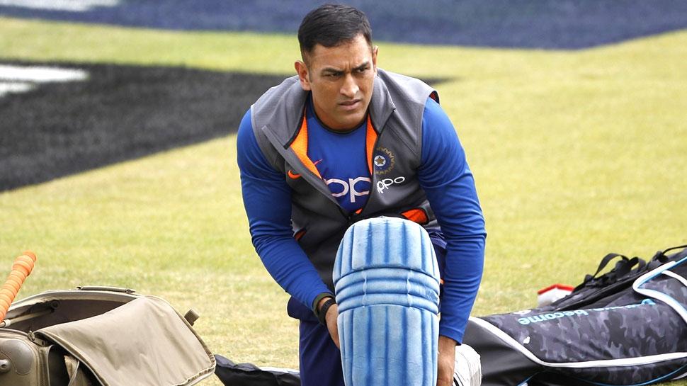 REPORTS: महेंद्र सिंह धोनी नहीं लेते ब्रेक तो भी चयनकर्ता दिखा देते उन्हें टीम इंडिया से बाहर का रास्ता 2