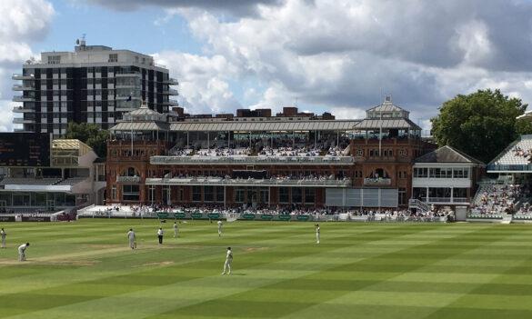 टेस्ट मैच की किसी एक पारी में 12 छक्के लगाने वाला दुनिया का एकमात्र बल्लेबाज 6