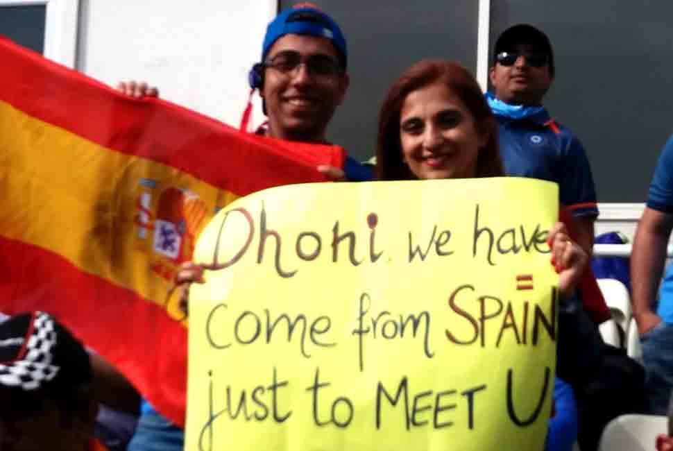 महेंद्र सिंह धोनी से मिलने 3860 किलोमीटर की यात्रा कर स्पेन से आया यह माही फैन
