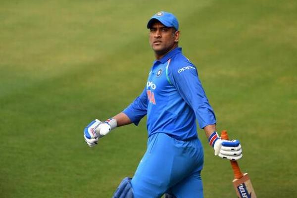 REPORTS: महेंद्र सिंह धोनी नहीं लेते ब्रेक तो भी चयनकर्ता दिखा देते उन्हें टीम इंडिया से बाहर का रास्ता 1