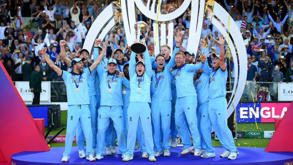 """वर्ल्ड कप फाइनल मैच में 6 रन वाले गलत फैसले पर पहली बार बोले धर्मसेना, कहा- """"मुझे नहीं है अफसोस"""" 1"""
