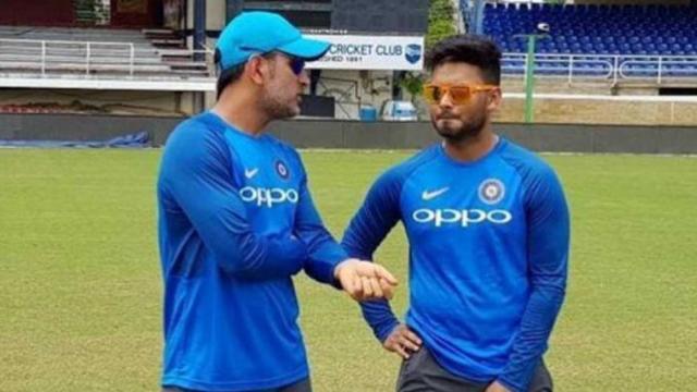 WI vs IND : महेंद्र सिंह धोनी के वेस्टइंडीज दौरे से आराम लेने के बाद ऋषभ पंत को लेकर बने ऐसे जोक्स देखकर नहीं रुकेगी हंसी 1