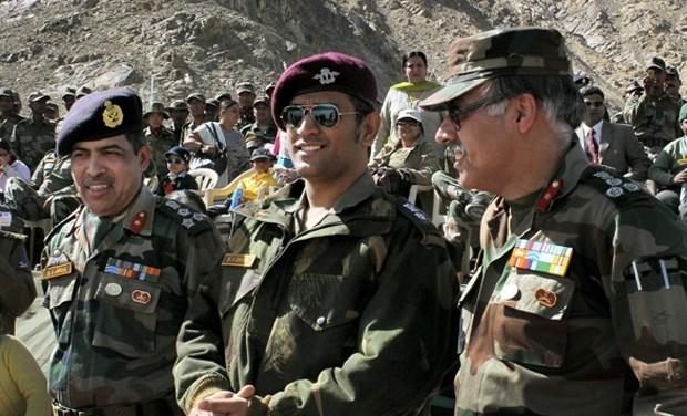 संन्यास नहीं लेने वाले हैं धोनी करियर को बूस्ट देने के लिए फिर ज्वाइन किया भारतीय सेना, होंगे ये फायदे 3