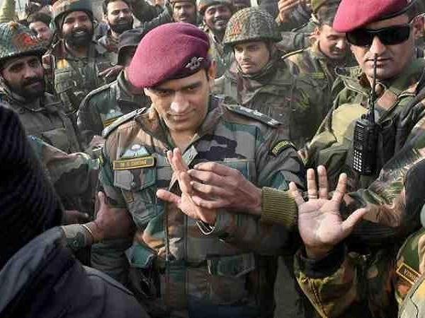 महेंद्र सिंह धोनी के सामने कश्मीर में लगा बूम-बूम अफरीदी का नारा, कुछ ऐसा था माही का रिएक्शन 1