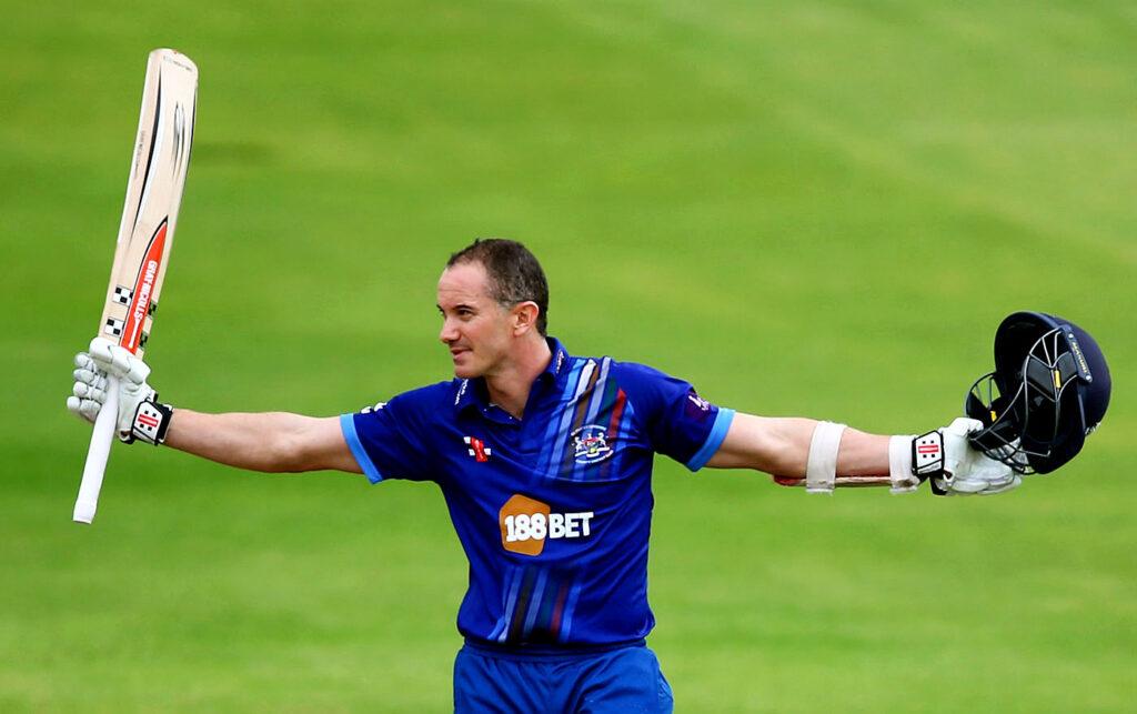 इस ऑस्ट्रेलियाई खिलाड़ी ने टी20 क्रिकेट में सभी दिग्गजों को पीछे छोड़ टी-20 में बनाया गेल के बाद सबसे ज्यादा शतक 4