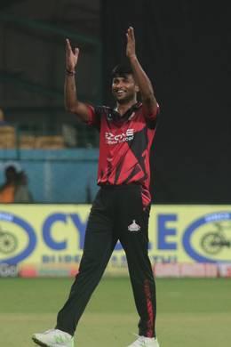OMG-टी20 क्रिकेट में इस भारतीय खिलाड़ी का हैरतअंगेज प्रदर्शन, पहले 39 गेंदों में ठोका शतक, तो गेंदबाजी में झटके 8 विकेट 3
