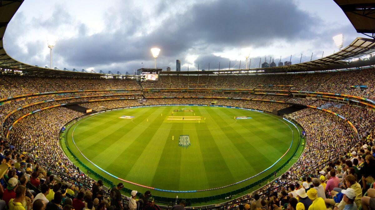 टेस्ट, वनडे और टी-20 करियर के अपने पहले ही ओवर में विकेट लेने वाला एकमात्र गेंदबाज