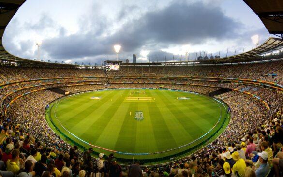 टेस्ट, वनडे और टी-20 करियर के अपने पहले ही ओवर में विकेट लेने वाला एकमात्र गेंदबाज 9