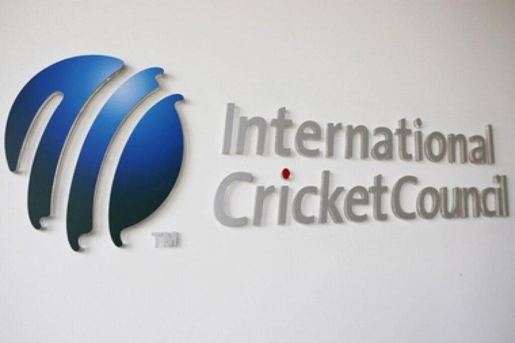 आईसीसी ने एशेज गंवाने के बाद इंग्लैंड को बुरी तरह किया ट्रोल, लोगों ने कहा हैक हो गया अकाउंट 1