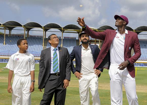 WI vs IND: पहला टेस्ट एंटीगा: टॉस रिपोर्ट: वेस्टइंडीज ने जीता टॉस पहले गेंदबाजी का फैसला, विराट ने इन 5 खिलाड़ियों को किया बाहर