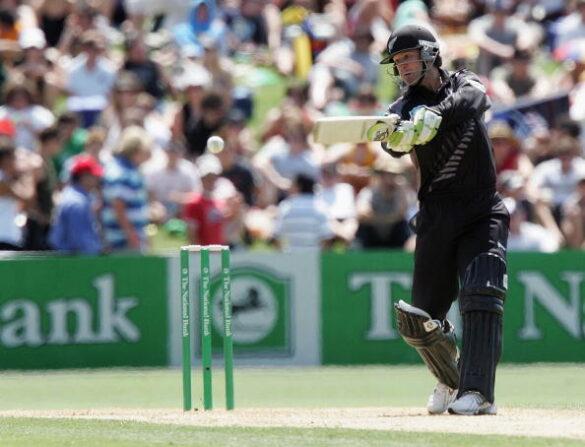 इतिहास के झरोखो से- सबसे तेज दोहरा शतक जड़ने वाला ये बल्लेबाज अब पैसे के लिए लगाता है जान की बाजी 13